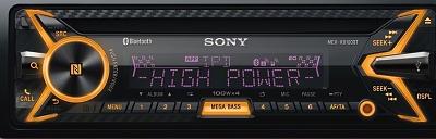 Úplne nový zážitok z hudby počas jazdy vďaka prvému1 zabudovanému digitálnemu zosilňovaču s výkonom 4x100W na svete