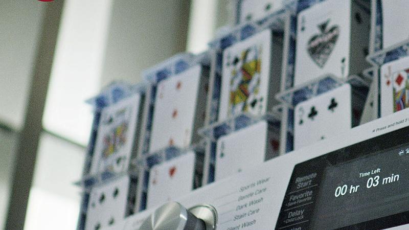 Najvyššia stavba z kariet na zapnutej práčke LG pomohla k získaniu AME AWARD