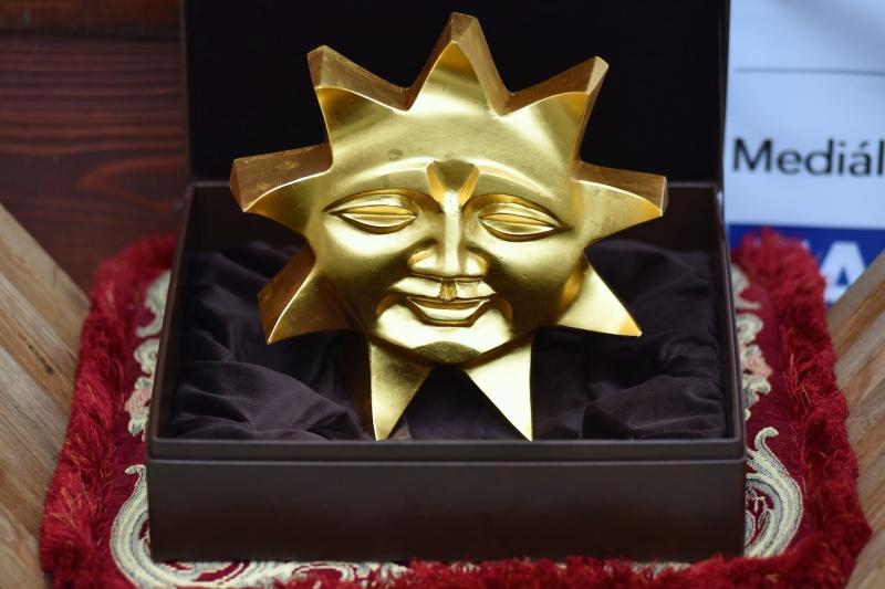 Jasné slnko nad Beckovom