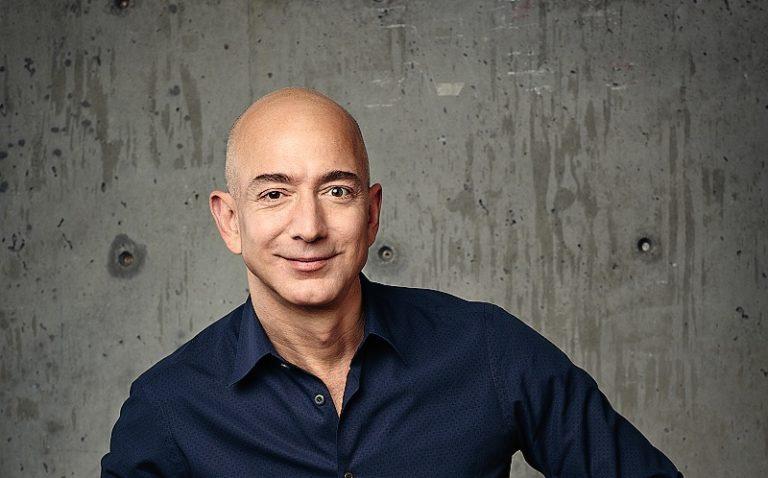 Šéf Amazonu prekonal na chvíľu Billa Gatesa