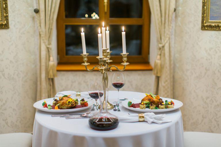 Zažite romantickú večeru hodnú noblesy kaštieľskych múrov u vás doma